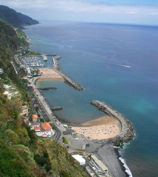 Playas artificiales en Calheta