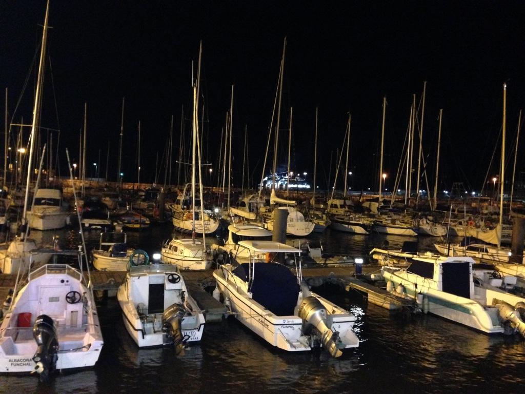 Embarcaciones amarradas en la Marina de Funchal