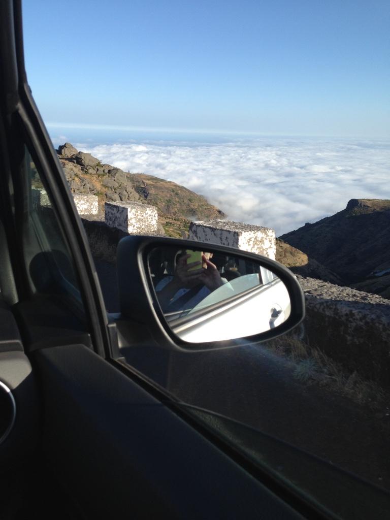 Disfrutando el paisaje de Madeira desde el coche