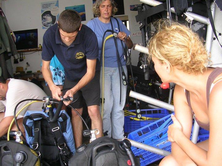 Preparando equipo buceo en Porto Santo